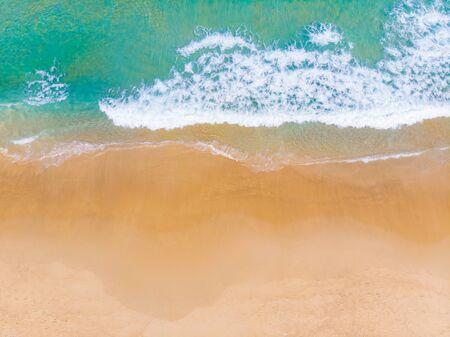 Aerial view summer sea beach wave white sand copy space vacation seascape Foto de archivo