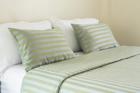 bedder: White pillows on a bed Comfortable soft pillows on the bed Stock Photo