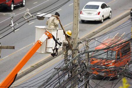 wireman: Electrical wireman repair the street light