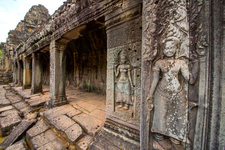 The low relief carvings surrounding Bayon Castle belong to the Khmer Empire. Located in the center of Angkor Thom Standard-Bild