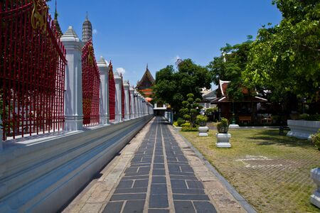 Footpath around wat arun