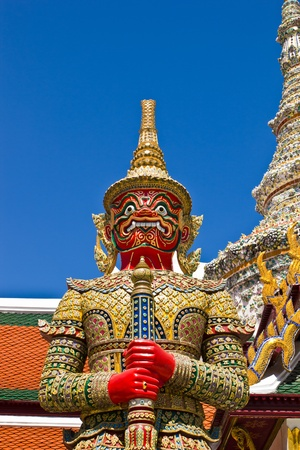 Guardian statue at wat Arun