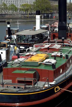 the boat on the river: Barco, r�o