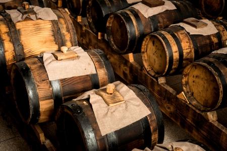 Vinagre balsámico de Módena barriles para el almacenamiento y el envejecimiento Foto de archivo - 23506133
