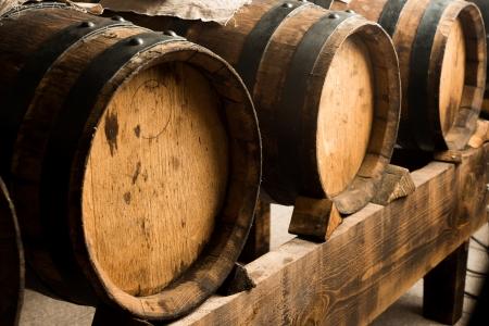 Barils de vinaigre balsamique de Modène pour le stockage et le vieillissement Banque d'images - 23506139