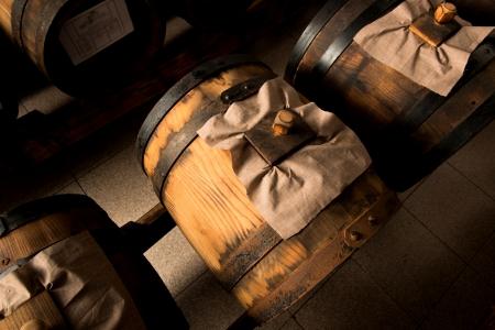 Balsamessig aus Modena Fässer für die Lagerung und Alterung Standard-Bild - 23506145
