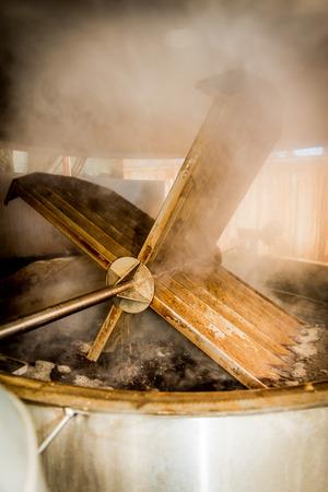 Balsamessig aus Modena, Kochen Traubenmost Standard-Bild - 23508437