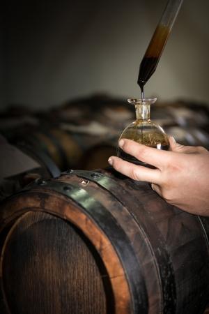 Balsamessig aus Modena Fässer für die Lagerung und Alterung Standard-Bild - 23508593