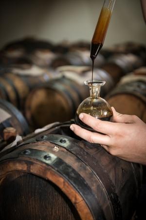 モデナのバルサミコ酢バレルを貯蔵して熟成のため