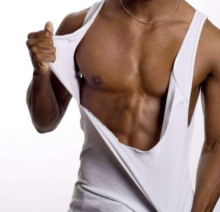 hombres musculosos: un modelo muscular en contra de lo que es fondo blanco