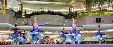 limber: Pathumthani, Thailand - FEBRUARY 18, 2015 : The Chinese Acrobats Of Xinjiand perform at Future Park Rangsit. Editorial