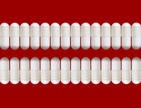 Two rows of white pills, isolated Imagens