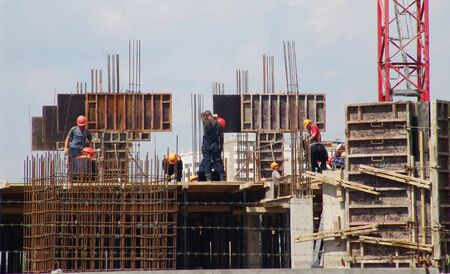 A team of builders at work on a construction site Imagens