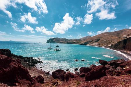 Seacoast and the Red beach. Santorini, Cycladic islands, Greece. Beautiful summer landscape 版權商用圖片