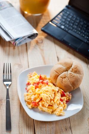 natureal: Uova strapazzate a colazione durante il lavoro