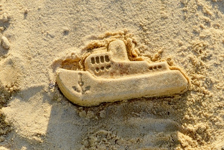 sand mold: Mold boat in the sand