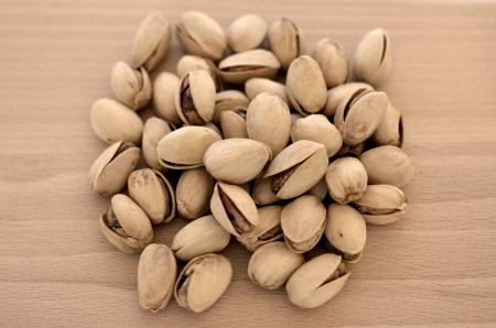 Close-up immagine di pistacchi su sfondo di legno Archivio Fotografico - 20880778