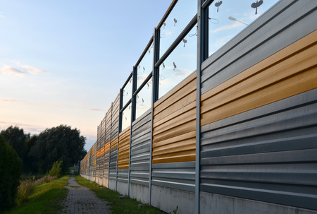 Noise barrier, acoustic screen, soundproof of the road Standard-Bild