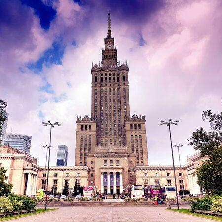 WARSAW, POLAND - October 07, 2017: Palace of Culture and Science (Polish: Palac Kultury i Nauki, PKiN) Banco de Imagens - 128213712