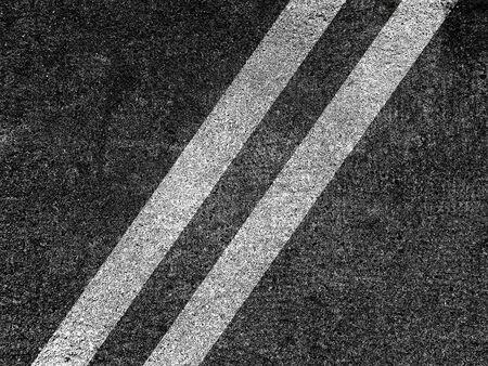 Double white lines on asphalt road background Banque d'images
