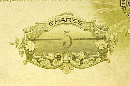 stock certificate: Macro foto de antiguas existencias certificado por cinco acciones  Foto de archivo