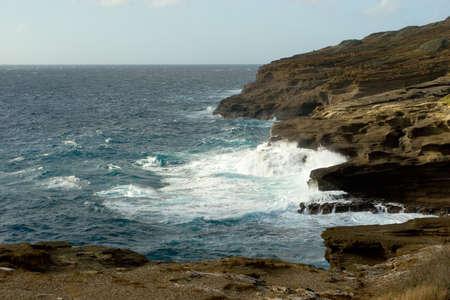 orificio nasal: Foto de una costa rocosa cerca de Halona orificio en Oahu, Hawaii  Foto de archivo