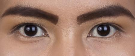 beaux yeux: Gros plan de beaux yeux avec le maquillage. Banque d'images