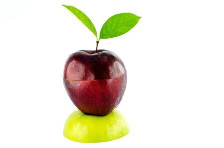 Maçãs vermelhas na maçã verde