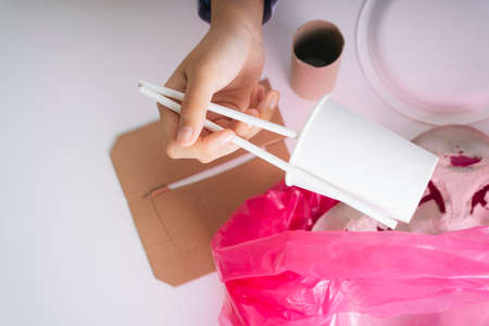 Woman hand clean up food package waste into plastic bag for recycle procedure. 写真素材 - 150641800