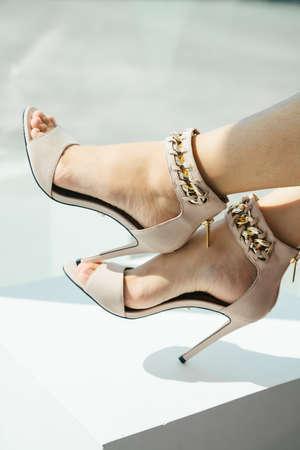 Beautiful legs of woman wearing high heel indoors. 免版税图像 - 150641748