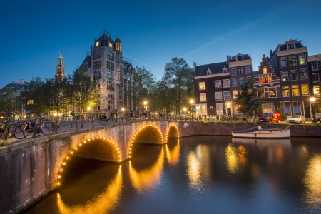 amsterdam: Canals in Amsterdam at night