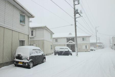 日本 Feb08 東京と 2014 年 2 月 8 日に日本で、日本の他の地域で数十年で最も重い雪 報道画像