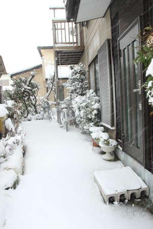 日本 Feb08 東京と 2014 年 2 月 8 日に日本で、日本の他の地域で数十年で最も重い雪 写真素材