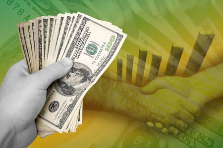punhado: Handful of cash, profit chart, and a firm handshake.  A great image to denote profits or successful business dealings. Banco de Imagens