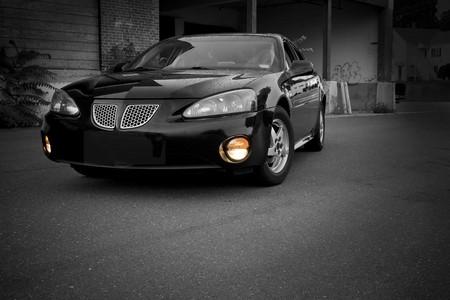 色域の選択と近代的なスポーツ セダンは都会に駐車。 写真素材 - 4020722