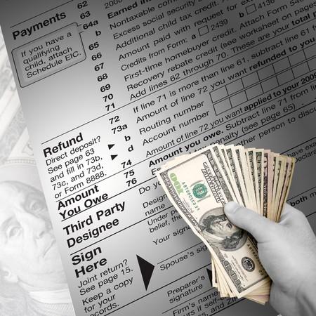taxes: Un impuesto sobre el tiempo de montaje tem�ticas EE.UU. contribuyentes con una mano llena de dinero abanic� a cabo.
