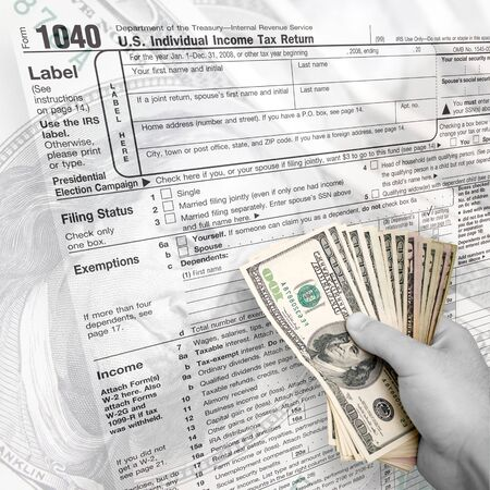 A tax time themed montage for US taxpayers with a hand full of money fanned out. Imagens