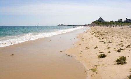 Watch Hill Rhode Island beach with the historic lighthouse landmark in the distance. Banque d'images