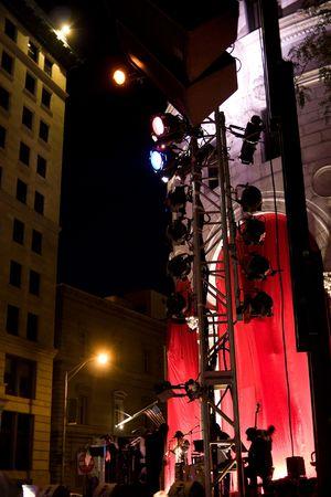街の通りの特設ステージでの屋外音楽イベント。 写真素材