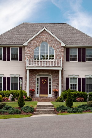 Un gran costumbre construido lujo Casa en un barrio residencial. Esta casa de high-end es propiedad muy bien cuidado.  Foto de archivo - 7106447