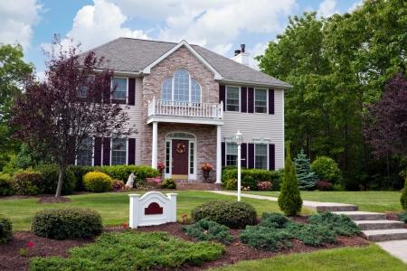 Un costumbre moderna construida lujo Casa en un barrio residencial. Esta casa de high-end es propiedad muy bien cuidado.