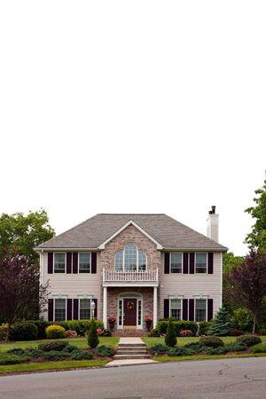 Un gran lujo Casa aislado en blanco. Mucho espacio negativo en blanco para su texto o dise�o.  Foto de archivo - 7908045