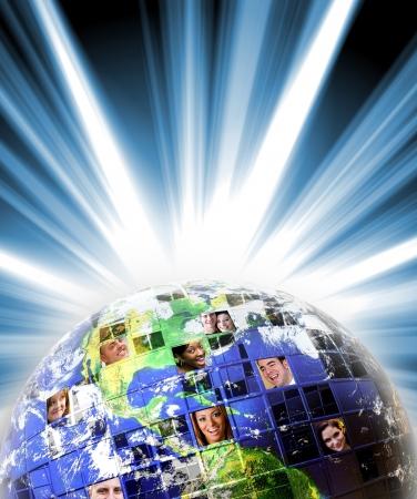 Geïllustreerde montage van de aarde met een wereldwijd netwerk van mensen uit alle lagen van het leven op verschillende continenten.  Stockfoto