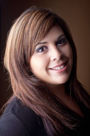 highlighted hair: A beautiful young Latin woman with a smile on her face and highlighted hair. Archivio Fotografico