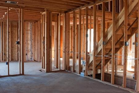 Encadrement bâtiment ou résidentiel à la maison avec le câblage électrique de base et hvac compléter.