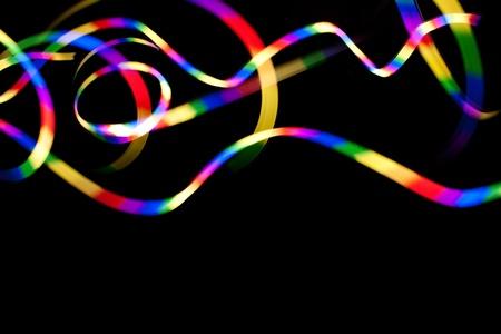 Resumen rayas del arco iris de luces de colores aislados sobre un fondo negro oscuro. Foto de archivo - 12746134