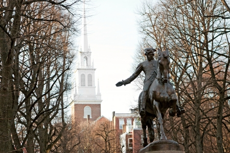 Paul Revere Monument in Bostons North End op de Freedom Trail. Stockfoto - 14014172