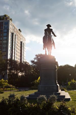 george washington: Boston Massachusetts George Washington estatua situada en el jardín público. Editorial