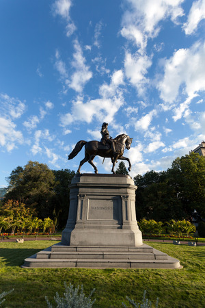 george washington: Boston Massachusetts George Washington estatua situada en el jard�n p�blico. Editorial