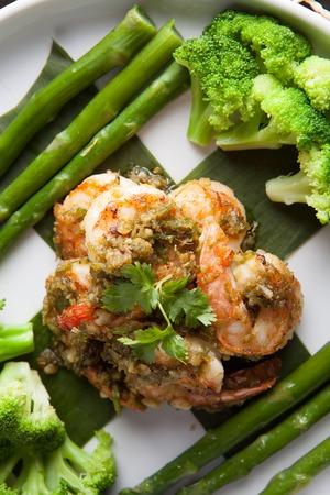 plato del buen comer: Scampi Camar�n plato de mariscos con br�coli y esp�rragos.